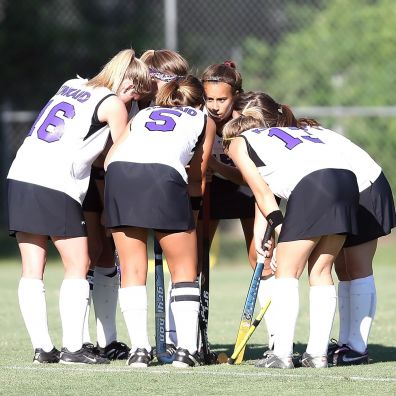 Field Hockey - team huddle